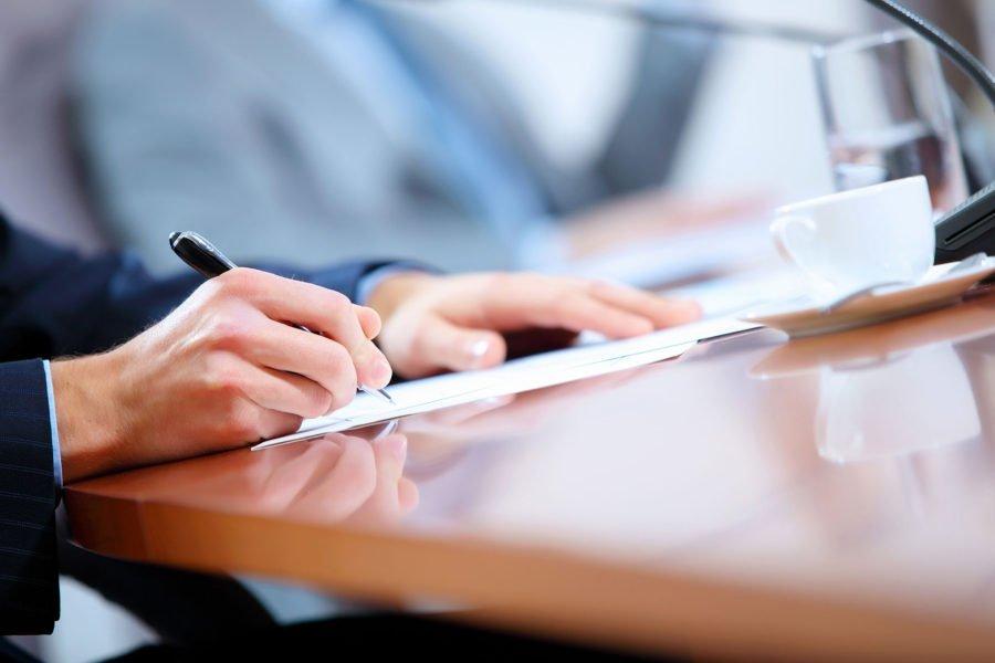 Υπογραφή σύμβασης | Δικηγορικό Γραφείο Μελπομένης Ιερωνυμάκη